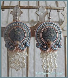 Csipkés virág sujtás fülbevaló - Lace flower earrings soutache