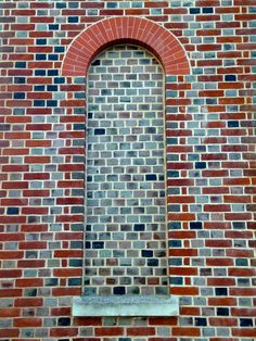 Header bond set within flemish bond with rubber bricks forming the arch, Portsmouth