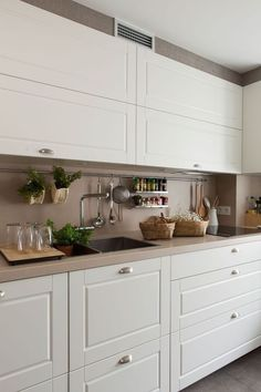 Placards hauts Home Design Ideas – Home Decor Kitchen Room Design, Big Kitchen, Home Decor Kitchen, Interior Design Kitchen, Kitchen Furniture, Home Kitchens, Kitchen Dining, Kitchen Cabinets, Tall Cabinets