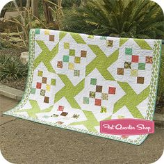 Free Quilt Pattern - Whimsy Kite Free Quilt Pattern - Fat Quarter Shop. Do this in black and white.  Maybe  my ebony and Ivory music fabric has found its pattern.