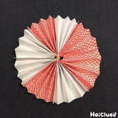 折り紙で楽しむ、お花の和ガーランド。和風だからこそ、お正月やひなまつり、こどもの日などのイベントにももってこい?!自由に色を組み合わせて、お部屋を飾りつけよう! Paper Rosettes, Japanese Party, Origami, Origami Art