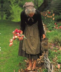 My Serenity Tasha Tudor Ed Wallpaper, Vie Simple, Art Original, Arte Floral, Country Life, Tudor, Old Women, Serenity, Illustration