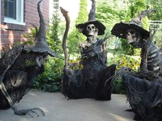 These would be so cool to make for Halloween. Scary Halloween Decorations, Creepy Halloween, Halloween Horror, Diy Halloween Decorations, Halloween Witches, Halloween Graveyard, Halloween Stuff, Halloween Makeup, Happy Halloween