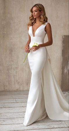 Royal Dresses, Cute Dresses, Plain Wedding Dress, Wedding Dresses, Wedding Renewal Vows, Stunning Dresses, Summer Wedding, Bridal Gowns, Glamour
