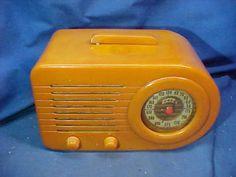 1940s-FADA-Model-200-BULLET-RADIO-Beautiful-BUTTERSCOTCH-BAKELITE-Catalin-CASE