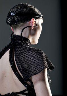 JPG -HAUTE COUTURE A/H 2012/13. Boucles d'oreille extraordinaires!