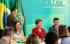 Presidenta admitiu novos riscos de interrupção de energia elétrica, mas rejeitou o termo 'apagão'; para Dilma, empresas de energia não investiram em manutenção