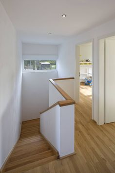 Treppenhaus by puschmann archit. Treppenhaus by puschmann archit… : Cool modern wooden scandinavian style staircase. Treppenhaus by puschmann architektur Tiled Staircase, Stair Railing, Staircase Design, Modern Hallway, Modern Stairs, Modern House Design, Modern Interior Design, Stair Well, House Stairs