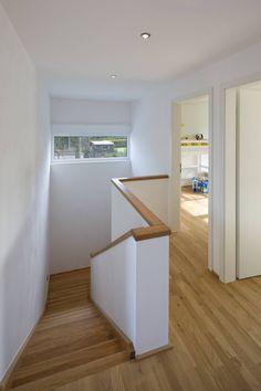Cool, modern, wooden, scandinavian style staircase. Treppenhaus by puschmann architektur