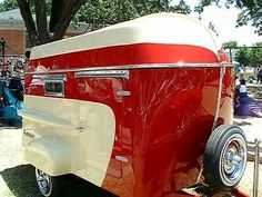 """A """"teardrop"""" trailer with an integrated boat"""