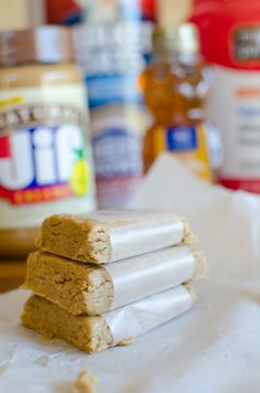 Butter Protein Bars Easy Peanut Butter Protein Bars - Only 4 simple ingredients and ready in 5 minutes!Easy Peanut Butter Protein Bars - Only 4 simple ingredients and ready in 5 minutes! Protein Snacks, Protein Bar Recipes, Protein Powder Recipes, Snack Recipes, Homemade Protein Bars, Protein Cookies, Protein Cake, Protein Muffins, Easy Protein Bars