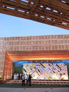 Second structure from the recovered pallets pavilion at Rio+20