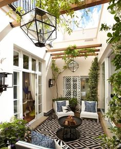 porches cozy home To begin with, you will need to think about your patios area. It's possible to skip the patio and just delight in a shaded place. Patios and decks don't need to be t Atrium Design, Patio Design, Courtyard Design, Modern Courtyard, Small Courtyard Gardens, Patio Pergola, Backyard Patio, Pergola Kits, Backyard Ideas