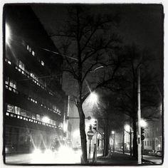 #landscape escape #streetlight #stadibynight 8.3.16 #JacktheRipper kinda #weather #fog #viiltäJackmäinen #sää #ilima #mystinen #mustavalkoinen #blackandwhite #Helsinki #lights