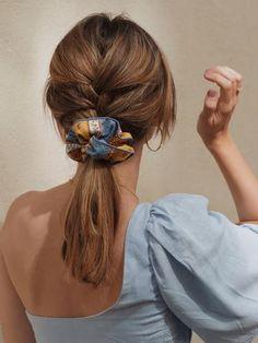 Scrunchie is back est une marque d'accessoires pour cheveux pour femmes. Nous créons des chouchous, bandeaux, noeuds, bérets, foulchies, chapeaux. Made in Montmartre. Scrunchies, Bobby Pins, Hair Accessories, Dreadlocks, Long Hair Styles, How To Make, Provence, Beauty, Fashion