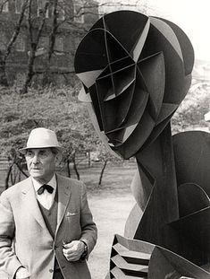 Naum Gabo - Russian sculptor in the Constructivism movement and a pioneer of Kinetic Art. Sculpture Head, Abstract Sculpture, Famous Artists, Great Artists, Atelier D Art, Russian Constructivism, Kinetic Art, Modern Artists, Land Art