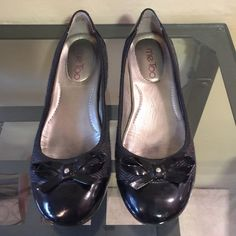 Nice shoes❤️ ❤️Black shoes by Me Too, worn a few times in good condition me too Shoes Heels