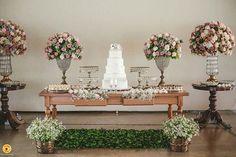 Muitas flores, porque nós amamos flores �� ・・・ #OpaDesencalhei #WeddBlogger #wedding  #casamento #instablog #noivasantenadas #dicasdenoivas #dicas #inspiration #blogdenoivas #quemcasaquerdicas #amor #noiva #weddingday #bride #merryme #party #weddingparty #celebration #bride #happy #happiness #love #forever #weddingdress #weddingcake #smiles #ceremony #weddingday #celebrate #party #makeup #congratulations http://gelinshop.com/ipost/1522474545893596035/?code=BUg6oh3j9uD