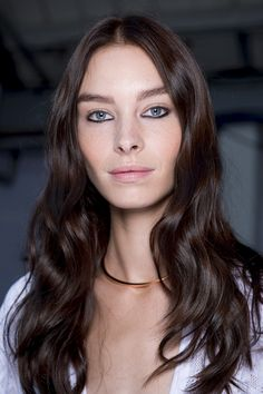 Brunette Hair Color Trends 2016- Chocolate Brown - London Fashion Week - ISSA SS16 – Vidal Sassoon Shade 5/1 Medium Cool Brown