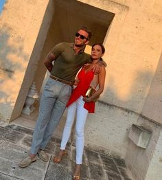 Victoria and David Beckham's Vacation Style Is Like No Other Moda David Beckham, David Y Victoria Beckham, David Beckham Style, Victoria And David, Victoria Beckham Style, David Beckham Fashion, Victoria Style, Queen Victoria, David Beckham Tattoos