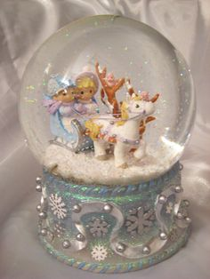 SNOW GLOBES  http://aworldwithin.files.wordpress.com/2008/02/img_4074.jpg
