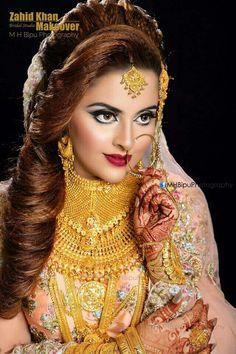 Pakistani Bridal Makeup Hairstyles, Indian Bridal Makeup, Bridal Makeup Looks, Indian Bridal Fashion, Pakistani Bridal Dresses, Wedding Photography India, Engagement Hairstyles, Indian Wedding Couple, Bridal Poses