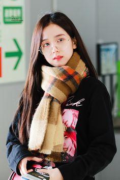 Why are you so beautiful? Look At The Stars, Look At You, Kim Jennie, South Korean Girls, Korean Girl Groups, Black Pink ジス, Blackpink Photos, Blackpink Fashion, Blackpink Jisoo