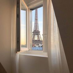 Paris, Eiffelturm – Hyerin Bin – Join in the world Torre Eiffel Paris, Tour Eiffel, Paris Eiffel Tower, Travel Aesthetic, Aesthetic Korea, Beach Aesthetic, Aesthetic Pictures, Beautiful Places, Scenery