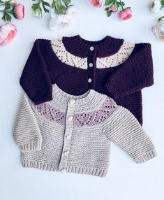 Best 11 Marjory Cardigan is a cardigan in garter st with a simple heart eyelet pattern in a contrasting color on the yoke. The cardigan is worked top down in one piece with short rows in the beginning to shape the neck opening a bit. Sts are picked up and Knitting For Kids, Baby Knitting Patterns, Baby Patterns, Knitting Charts, Bebe 1 An, Little Boy Fashion, Vintage Dress Patterns, Cardigan Pattern, Work Tops