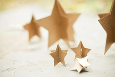 DIY 3D gold stars for centerpieces or to hang