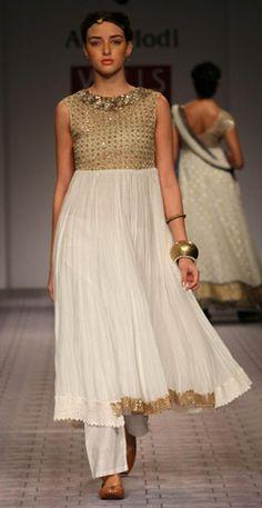 Designer : Anju Modi