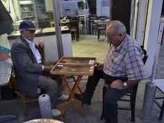 Old men playing tavli