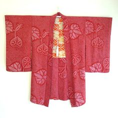 This is a gorgeous vintage Japanese Haori for women. With delicate hand made shibori dye all over and a aoi leaves pattern (Hollyhock). The bold design and bright colors are typical of Taisho Fashion (pre WWII). Collector !  CONDITION : vintage but very good (please check the pictures)  Width : (pit to pit) 62cm/21.4 in, (sleeve to sleeve) 124cm/47.8 in Length : (total) 100cm/39.5 in  FABRIC : Silk  CARE : dry clean recommended  SHIPPING: worldwide, registered small package, Ja...