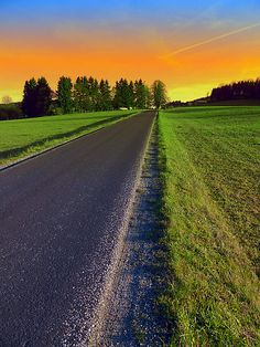 """Country road into surreal sundown | landscape photography"". Helfenberg, Österreich / Austria"