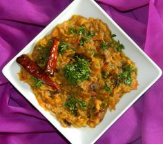 Baingan Bharta is favorite of many and famous throughout India. It is best served with freshly made roti. Use this Baingan Bharta Recipe to make it easily and quickly. Bharta Recipe, India Food, Vegetarian Food, Taste Buds, Desi, Food To Make, Veggies, Indian, Dishes