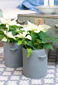 Also nice idea of ​​old tins: vases. Especially nice in white, I think Also nice idea of ​​old tins: vases. Especially nice in white, I think Coffee Can Crafts, Tin Can Crafts, Recycled Crafts, Handmade Crafts, Diy And Crafts, Handmade Headbands, Handmade Rugs, Recycle Cans, Diy Cans
