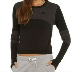 new XS Nike fleece tech sweater crew neck new sweater XS, true to size. Nike Sweaters Crew & Scoop Necks