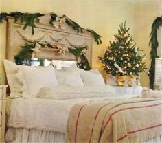 Vintage Christmas Bedroom Decorating Ideas with Small Christmas Tree and Charming Headboard Garland. Vintage And Classy Christmas Decoration Ideas & 318 best Christmas Bedrooms images on Pinterest in 2018   Bedrooms ...