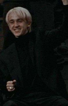 Draco Harry Potter, Objet Harry Potter, Harry Potter Tumblr, Harry Potter Pictures, Harry Potter Characters, Tom Felton, Draco Malfoy Aesthetic, Slytherin Aesthetic, Dramione