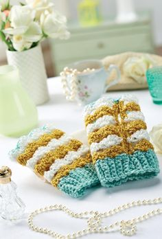 Wintery crochet fingerless mittens