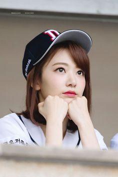 Miyawaki Sakura Facts: -Her official color is pastel pink. Korean Girl, Asian Girl, Korean Star, Sakura Bloom, One Twitter, Japanese Horror, Sakura Miyawaki, Yu Jin, Japanese Girl Group
