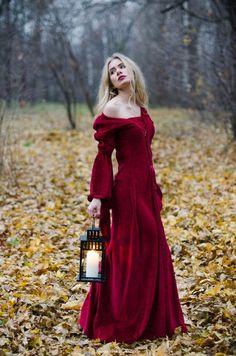 Бархатное средневековое платье напрокат