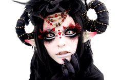 10 Spooky Makeup Looks for the Halloween Fanatic Gothic Makeup, Dark Makeup, Sfx Makeup, Cosplay Makeup, Fantasy Makeup, Costume Makeup, Makeup Art, Maquillaje Halloween, Halloween Face Makeup
