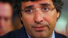 79d83f37920146 DIAPORAMA - François Hollande   30 ans de politique et au moins 8 paires de  lunettes   An, 30 and 8.