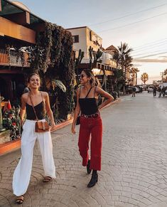 Are you looking for stylish and trendy outfits?de is the leading Online Store in Germany for Ladies Outfits & Accessories! We offer inexpensive and trendy stuff for fashion lovers. Boho Fashion, Fashion Outfits, Fashion Trends, Travel Outfits, High Fashion, Gal Pal, Best Friend Goals, Girl Gang, Lifestyle Photography