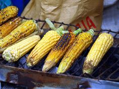 I am drooling in #England right now! I love this #bbq #CornCobs !Qué Rico! Elotes azados.