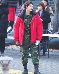 He look so cute~