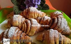 Kakaós kifli recept fotóval Hungarian Recipes, Hungarian Food, Ciabatta, Bread Baking, French Toast, Muffin, Food And Drink, Thanksgiving, Meat