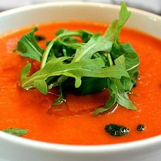 I haven't had a chance to make gazpacho yet this year, but I wanted to share this 'tried and true' recipe with you. I heartily suggest garnishing gazpacho with homemade croutons: cut a good-quality bread into cubes. Easy Tomato Soup Recipe, Fresh Tomato Soup, Sopas Light, How To Cook Shrimp, Frugal Meals, Weight Watchers Meals, Gordon Ramsay, Food To Make, Vegetarian Recipes