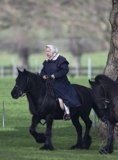 THE Queen has been photographed enjoying a relaxing ride on one of her beloved ponies near Windsor Castle. It is thought the Queen was riding her beloved pony, Carltonlima Emma. Hm The Queen, Her Majesty The Queen, Queen Hat, King Queen, Prinz Philip, Royal Uk, Edinburgh, Diana, Queen Of England